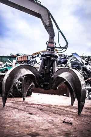 Heavy equipment claw